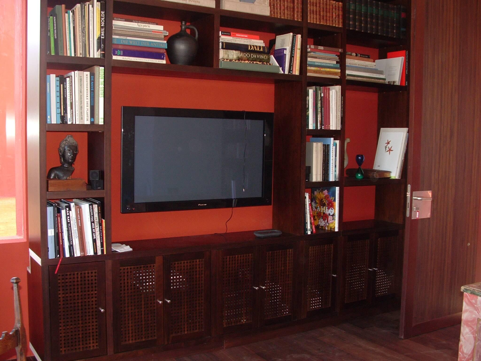 Librería en madera de nogal